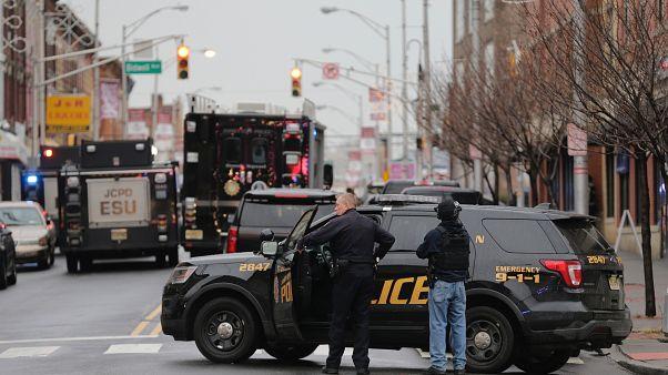 Συνέλαβαν τρεις έφηβους που απειλούσαν για επιθέσεις με πυροβόλα στα σχολεία τους