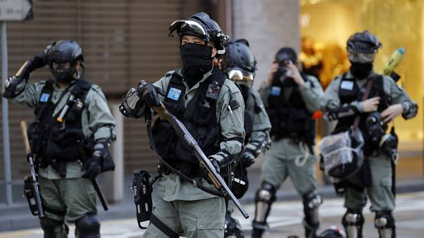 Hong Kong'da polis, demokrasi yanlısı göstericilere müdahale etmeden önce hazırlık yaptı