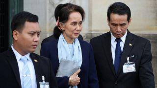زعيمة ميانمار أونج سان سو كي في محكمة العدل الدولية بمدينة لاهاي الهولندية