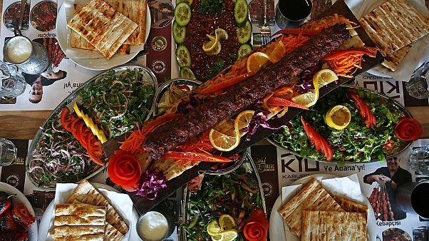 Kebap ve Şalgam Festivali iptal edildi: Halk ve siyasiler nasıl değerlendiriyor?