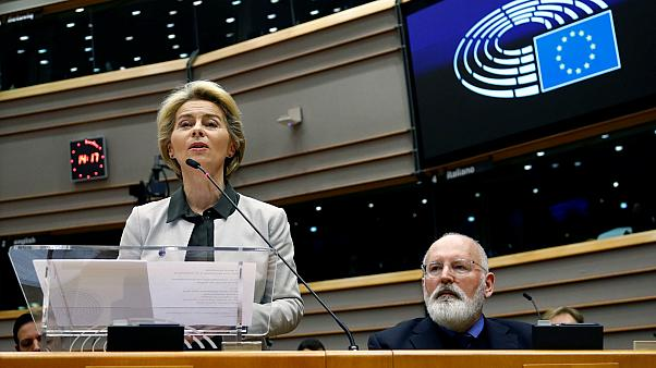 أورسولا فون دير لاين رئيسة المفوضية الأوروبية تتحدث في البرلمان الأوروبي ببروكسل