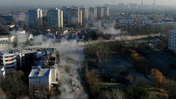 شاهد: البخار يغطي شوارع وارسو عقب انفجار أنبوب للتدفئة