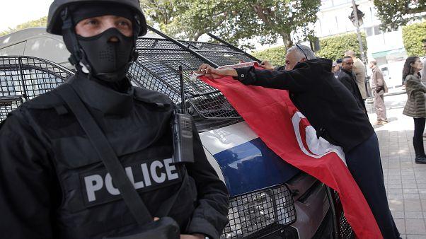 """منظمة: تدابير الرقابة الأمنية بتونس في إطار مكافحة الإرهاب """"تسلب الحريات"""""""