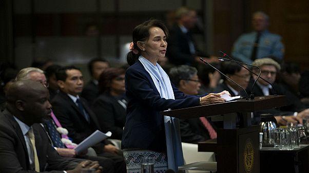 سان سو كي تتحدث أمام قضاة محكمة العدل الدولية خلال جلسة استماع في لاهاي. 2019/12/11