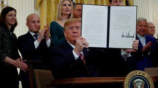 ABD Başkanı Donald Trump, Yahudiliği etnik azınlık olarak kabul eden kararnameyi imzaladı