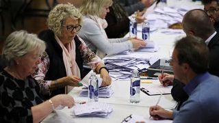 بدء عمليات  فرز نتائج التصويت في انتخابات بريطانيا التشريعية. 2019/12/13