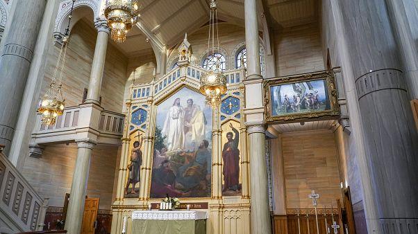 إزالة لوحة فنية من على مذبح كنيسة سويدية لصون مشاعر المتحولين جنسيا