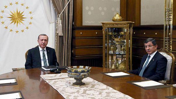 نخست وزیر سابق به جنگ اردوغان میرود؛ داووداوغلو حزب تاسیس میکند