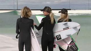Műhullámok segítik a szörfösöket