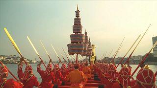 Hajós királyi ceremónia a thai fővárosban