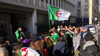 شاهد: مظاهرة أمام القنصلية الجزائرية في ليون احتجاجا على الانتخابات الرئاسية