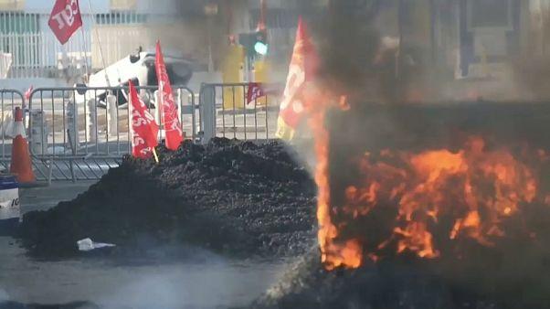 راهپیمایی و اعتصاب در فرانسه؛ کارگران بخش بندری مارسی را مسدود کردند