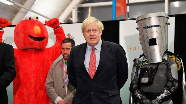 Boris Johnson freut sich über eine klare Mehrheit im neuen Unterhaus