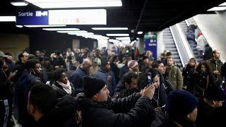 فرانسه؛ اعتصاب کارکنان دولت و واهمه دولت ازعدم توزیع سوخت به پمپ بنزین ها