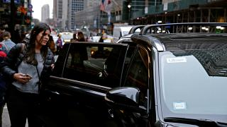 New York'ta Uber araca binen bir kadın yolcu