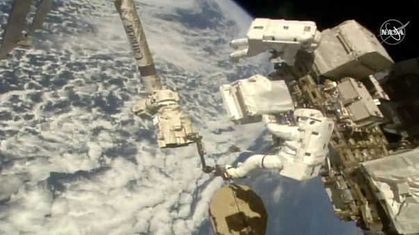Luca Parmanito és Andrew Morgan űrhajós új szivattyúkat szerel fel a Nemzetközi Űrállomásra - KÉPÜNK CSUPÁN ILLUSZTRÁCIÓ!