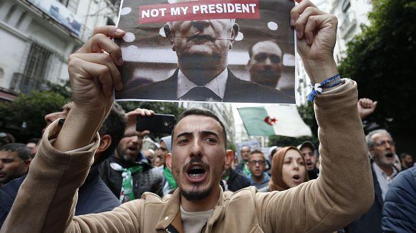 الجزائريون يتظاهرون بعد إعلان تائج الانتخابات الرئاسية