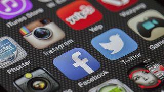 Από «μη επιτρεπτή» ηλικία στα social media τα ελληνόπουλα