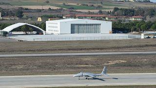 Baykar tarafından geliştirilen Bayraktar Akıncı Taarruzi İnsansız Hava Aracı (TİHA)