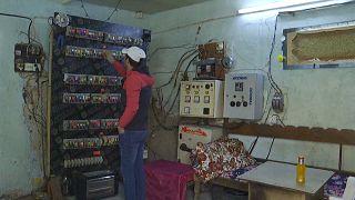 شاهد: محطات توليد منزلية لمواجهة نقص الكهرباء الحاد في العراق