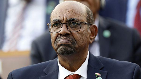 Sudán condena al expresidente Al Bashir a dos años de confinamiento