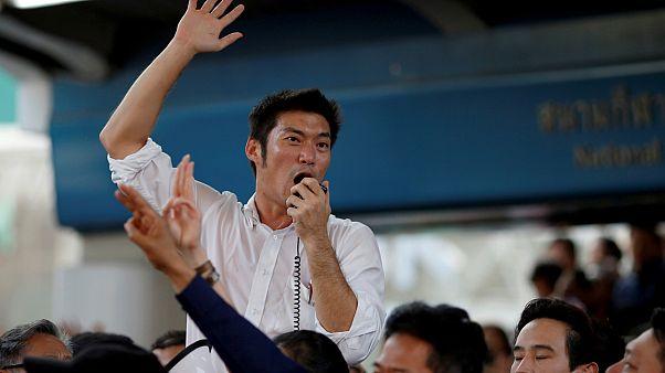 Bangkok'da düzenlenen izinsiz protesto gösterisine Gelecek İleride Partisi (Future Forward) lideri Thanathorn Juangroongruangkit öncülük etti