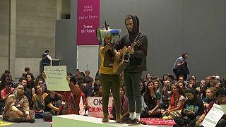 Diferentes acciones de protesta marcan el último día de la COP25