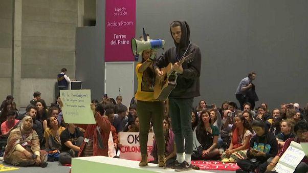 کوپ ۲۵ مادرید؛ اعتراض حامیان محیط زیست به روند کند اقدام سیاستمداران