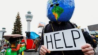 Polícia expulsa manifestantes do aeroporto de Amesterdão