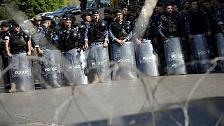 جوانان هوادار حزب الله و جنبش امل با پلیس لبنان درگیر شدند