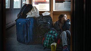 """""""Welcome on Deutsche Bahn"""": Greta Thunberg im überfüllten ICE"""