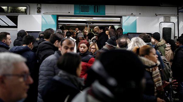 شكوك حول مهندس إصلاح نظام التقاعد الفرنسي تخيم على إضراب قطاع النقل