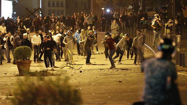 إصابة العشرات بينهم عناصر لقوات الأمن في ليلة من الاشتباكات العنيفة في بيروت