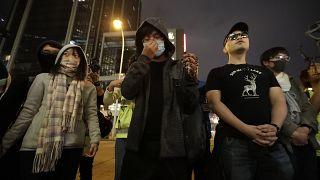 Hong Kong'de hükümet karşıtları ve yanlıları yine sokağa çıktı