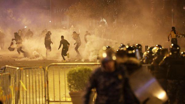 Lübnan'ın başkenti Beyrut'ta hükümet karşıtı göstericiler polisle çatıştı. Olaylarda 130'dan fazla kişi yaralandı