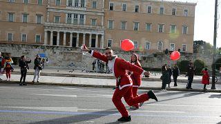 Γέμισαν Αγιοβασίληδες οι δρόμοι της Αθήνας