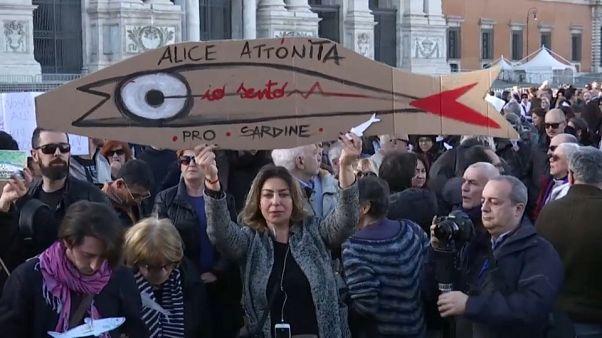 Sardine vs Salvini, guerra di dichiarazioni