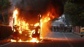 أعمال عنف تخللت مظاهرات ضد قانون جديد مثير للجدل حول الجنسية في الهند