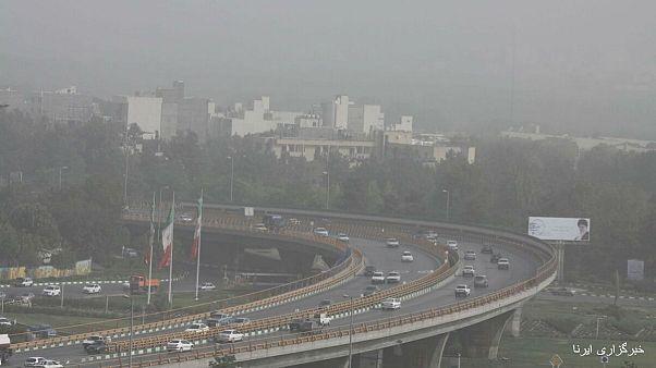 تعطیلی بسیاری از مراکز آموزشی و ورزشی ایران در پی آلودگی شدید هوا