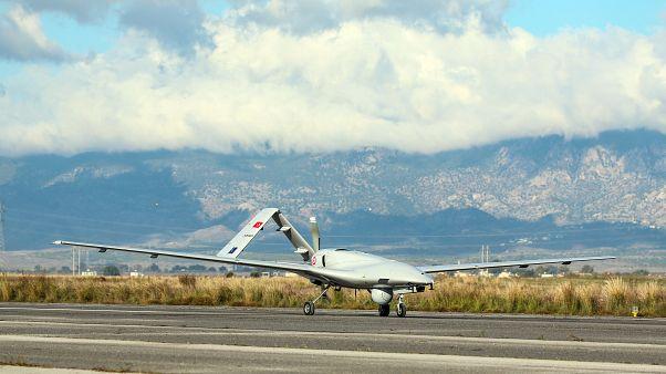 Türkiye'nin Dalaman Deniz Hava Üs Komutanlığı'nda konuşlu insansız hava aracı (İHA), KKTC Geçitkale Havaalanı'na vardı. ( Muhammed Enes Yıldırım - Anadolu Ajansı )