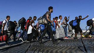 Akdeniz'de kurtarıldıktan sonra Yunan adalarına getirilen kaçak göçmenler