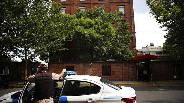 İngiliz iş adamı Matthew Gibbard'ın saldırıya uğradığı otelin önü