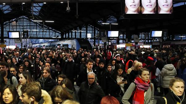 A empujones en el metro de París en una nueva jornada de huelga