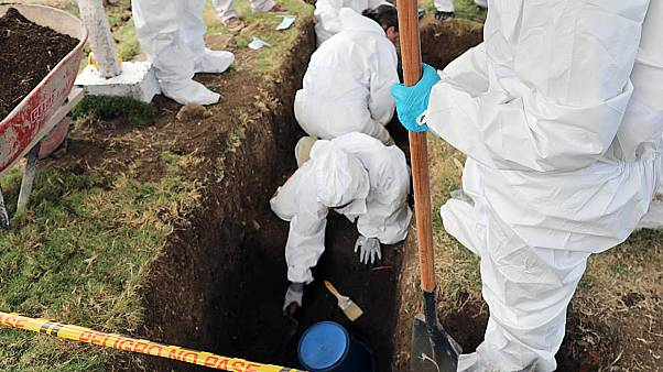 Investigadores colombianos exumam corpos de civis alegadamente executados
