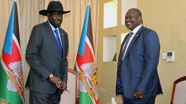 رئيس جنوب السودان سلفا كير ميارديت ونائب الرئيس السابق وزعيم المتمردين ريك مشار