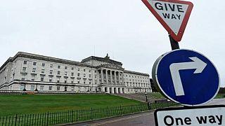 الانتخابات البريطانية تدفع أحزاب إيرلندا الشمالية لإحياء الحكومة الائتلافية