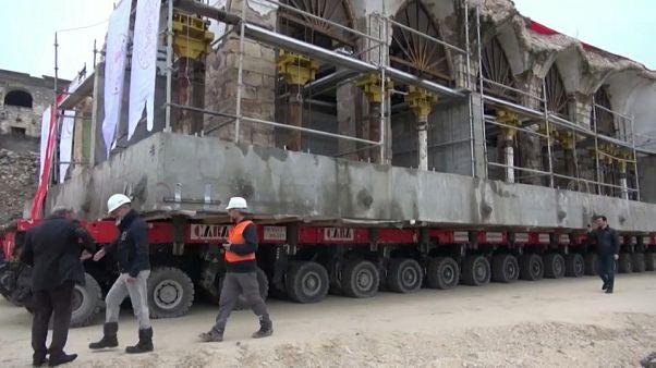 شاهد: نقل مبنى مسجد تاريخي من مدينة تركية ستغمرها مياه سد