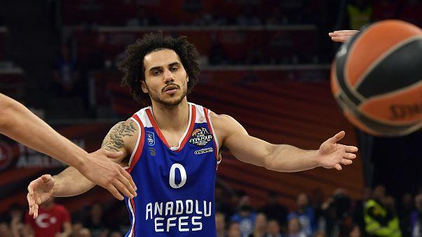 لاعب السلة الأمريكي المحترف شين لاركن