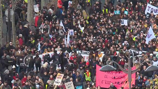 Nova jornada de protesto em França promete paralisar vários setores
