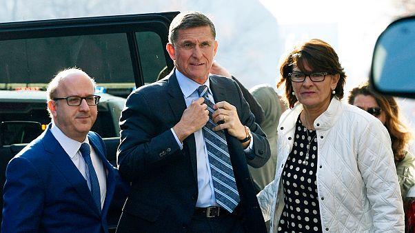 ABD'li eski ulusal güvenlik danışmanı Michael Flynn (ortada)